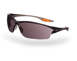okulary przeciwsłoneczne ochronne z wyeliminowanym edbłyskiem w szkłach podczas robienia zdjęcia